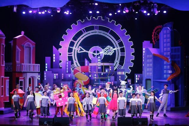 Show diễn cho thiếu nhi hoành tráng sốt vé khi kết hợp nhạc kịch, xiếc - Ảnh 1.
