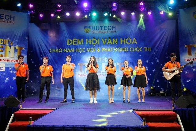 """Tóc Tiên """"đốn tim"""" sinh viên HUTECH tại sự kiện chào năm học mới - Ảnh 4."""
