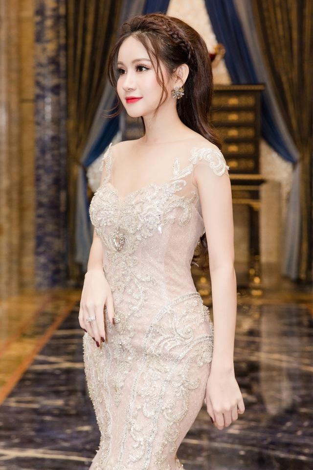 Á hậu Huyền Cò xinh đẹp lộng lẫy tại sự kiện - Ảnh 4.