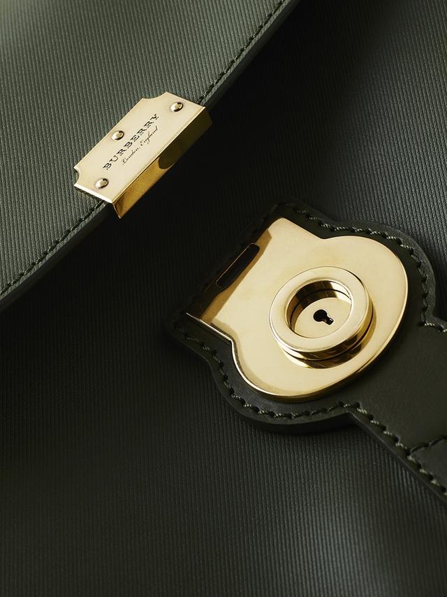 Túi DK88 của Burberry - Nét đẹp cổ điển đến từ nước Anh - Ảnh 4.