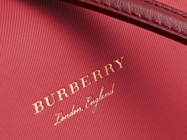 Túi DK88 của Burberry - Nét đẹp cổ điển đến từ nước Anh - Ảnh 6.