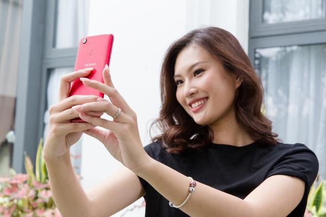 OPPO F5 bất ngờ xuất hiện trên tay Hoa hậu Hoàn vũ 2017 và trong MV của Noo Phước Thịnh - Ảnh 6.