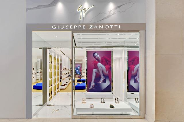 Câu chuyện ẩn chứa trong những đôi giày Giuseppe Zanotti - Ảnh 13.