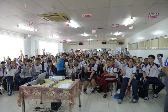 Học sinh phấn khởi khi được khám phá nhà máy chuẩn Nhật ngay tại TP.HCM - Ảnh 3.