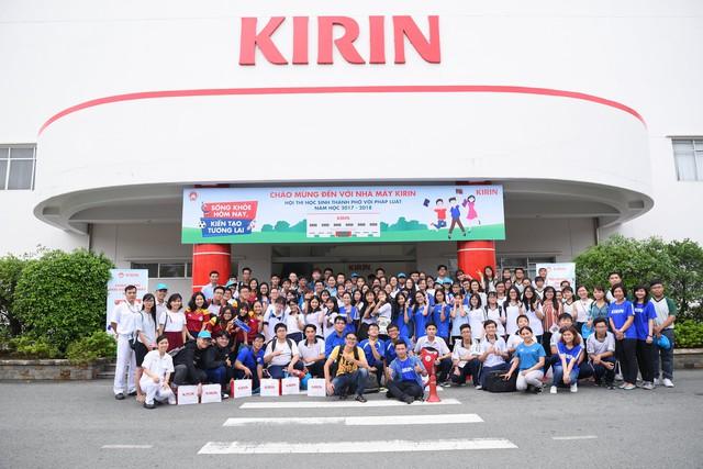 Học sinh phấn khởi khi được khám phá nhà máy chuẩn Nhật ngay tại TP.HCM - Ảnh 4.