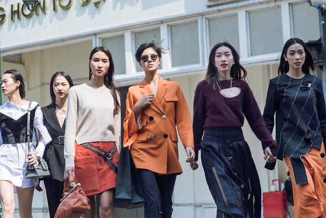 """FLANERIE và màn """"chào sân"""" ấn tượng của thời trang đương đại tại VIFW2017 - Ảnh 2."""