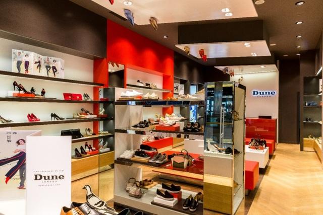 Tăng Thanh Hà, Phillip Nguyễn cùng Kim Nhung dự khai trương thương hiệu giày đến từ Anh Quốc - Ảnh 7.