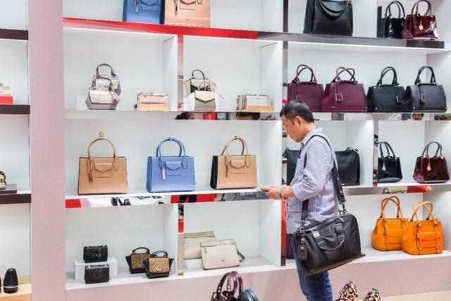 Tăng Thanh Hà, Phillip Nguyễn cùng Kim Nhung dự khai trương thương hiệu giày đến từ Anh Quốc - Ảnh 12.