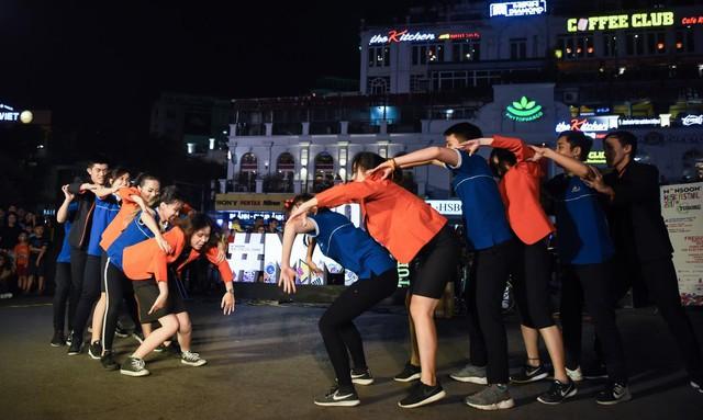 """Giới trẻ hào hứng phiêu âm nhạc tại street show, đua nhau """"săn vé"""" đến MMF by Tuborg 2017 - Ảnh 5."""