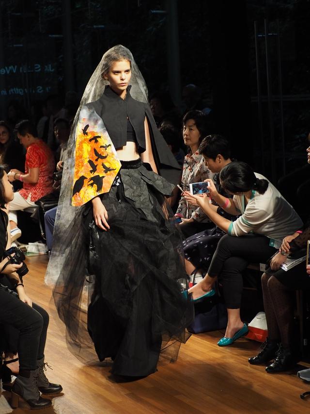 Tuần lễ thời trang Singapore 2017 - Nơi thể hiện thành công của các nhà thiết kế trẻ tài năng MDIS - Ảnh 3.