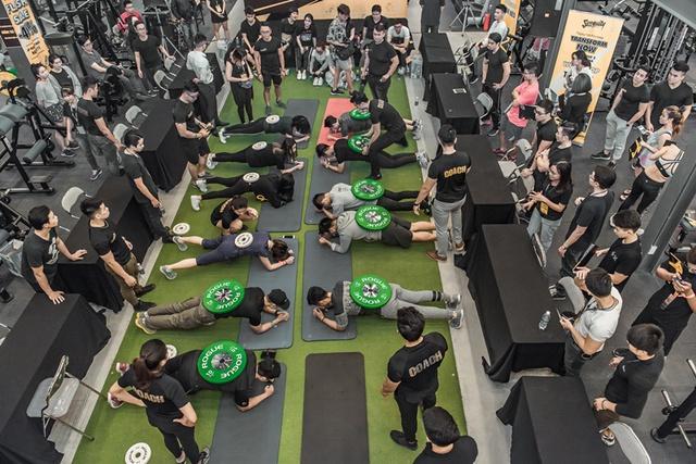 Tùng Sơn, Trang Lou, Ba Duy thử sức với chương trình tập gym chuẩn quốc tế - Ảnh 15.