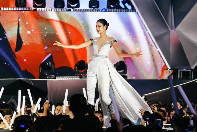 Mỹ Tâm, Noo Phước Thịnh, Tóc Tiên, Đông Nhi khuấy động ngày hội thời trang âm nhạc tại SVĐ Quân khu 7 - Ảnh 8.