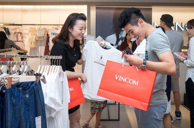 Gần 2.000 gian hàng ngập tràn ưu đãi trong dịp Vincom Black Friday 2017 - Ảnh 4.