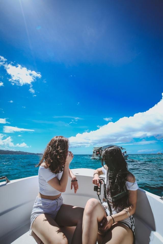 Theo chân hai cô bạn xinh đẹp khám phá thiên đường biển Boracay - Ảnh 10.