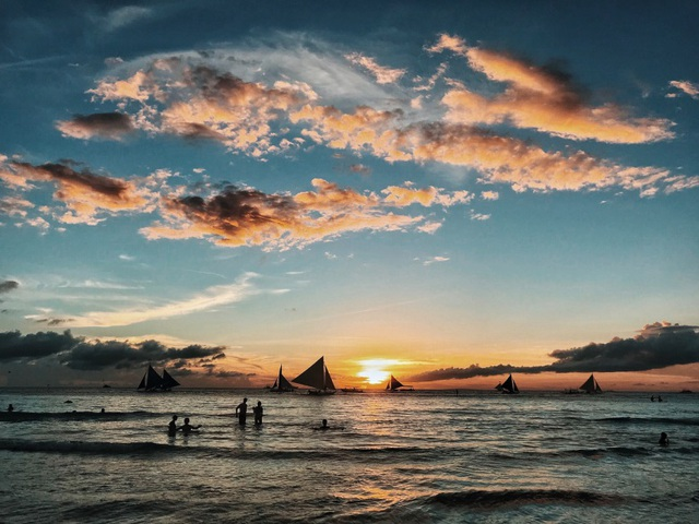 Theo chân hai cô bạn xinh đẹp khám phá thiên đường biển Boracay - Ảnh 13.