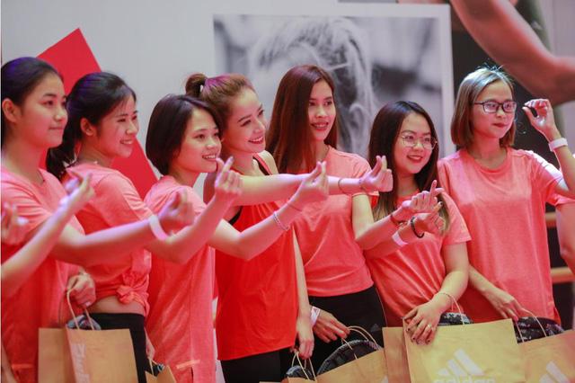 Chi Pu và Mai Ngô đối đầu cực sung trong sự kiện tại Hà Nội - Ảnh 1.