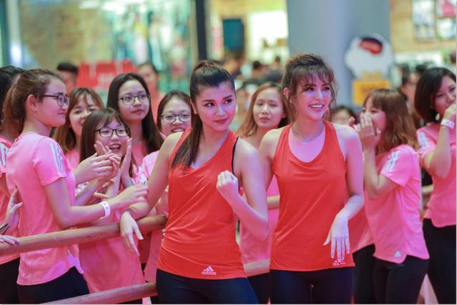 Chi Pu và Mai Ngô đối đầu cực sung trong sự kiện tại Hà Nội - Ảnh 8.