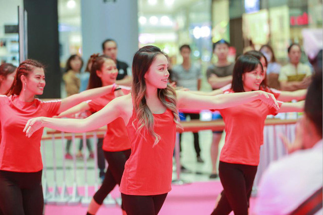 Chi Pu và Mai Ngô đối đầu cực sung trong sự kiện tại Hà Nội - Ảnh 9.