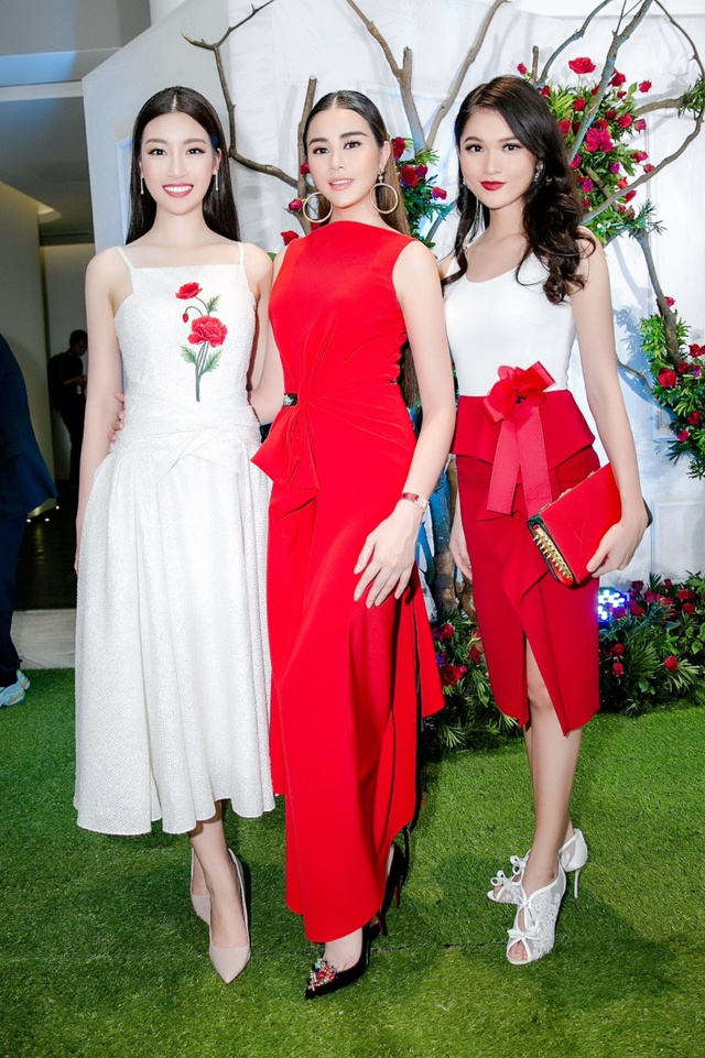Hoa hậu Sella Trương nổi bật bên cạnh Hoa hậu Đỗ Mỹ Linh - Ảnh 1.