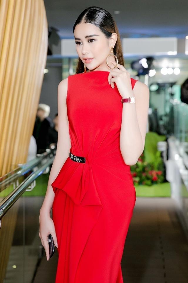 Hoa hậu Sella Trương nổi bật bên cạnh Hoa hậu Đỗ Mỹ Linh - Ảnh 3.