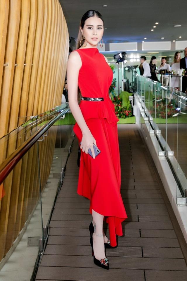 Hoa hậu Sella Trương nổi bật bên cạnh Hoa hậu Đỗ Mỹ Linh - Ảnh 4.