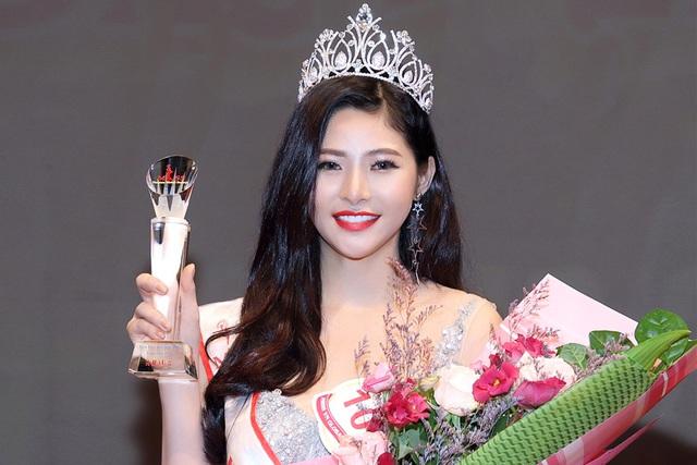 """Hoàng Dung đăng quang Á hậu 2 """"Hoa hậu sắc đẹp Việt Nam toàn cầu 2017"""" - Ảnh 1."""