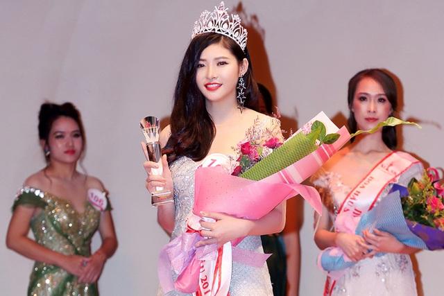 """Hoàng Dung đăng quang Á hậu 2 """"Hoa hậu sắc đẹp Việt Nam toàn cầu 2017"""" - Ảnh 2."""