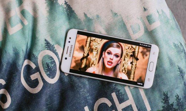 Công nghệ AMOLED hơn gì LCD và vì sao màn hình Samsung luôn đẹp? - Ảnh 1.