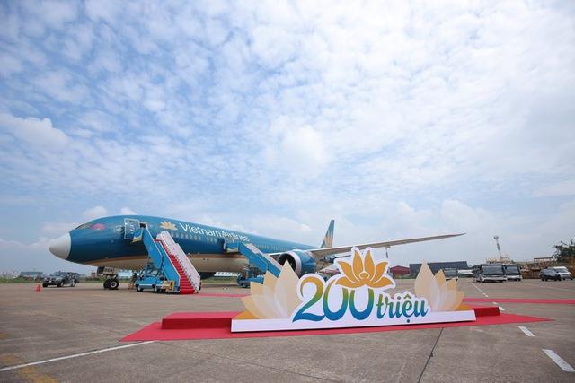 Vietnam Airlines tổ chức sự kiện đặc biệt chào đón hành khách thứ 200 triệu - Ảnh 1.