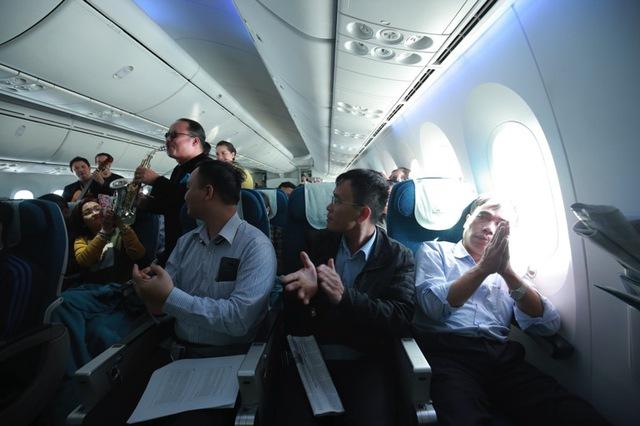 Vietnam Airlines tổ chức sự kiện đặc biệt chào đón hành khách thứ 200 triệu - Ảnh 2.
