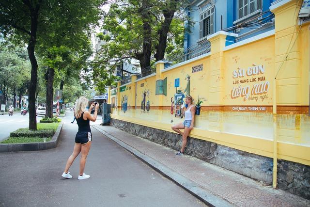 Bất ngờ trước những góc phố đẹp lạ đầy màu sắc tại Hà Nội và TP.HCM - Ảnh 6.
