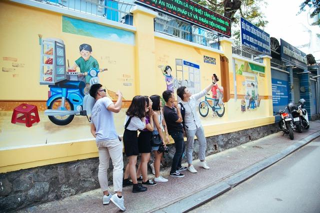 Bất ngờ trước những góc phố đẹp lạ đầy màu sắc tại Hà Nội và TP.HCM - Ảnh 9.
