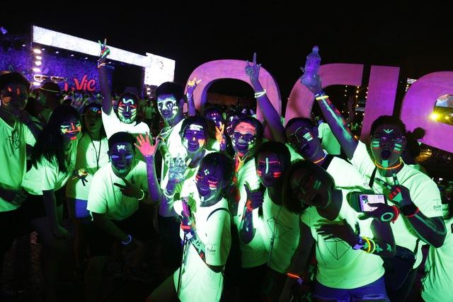 Hàng nghìn bạn trẻ đốt cháy màn đêm cùng đường chạy PRISMA 2017 - Ảnh 1.