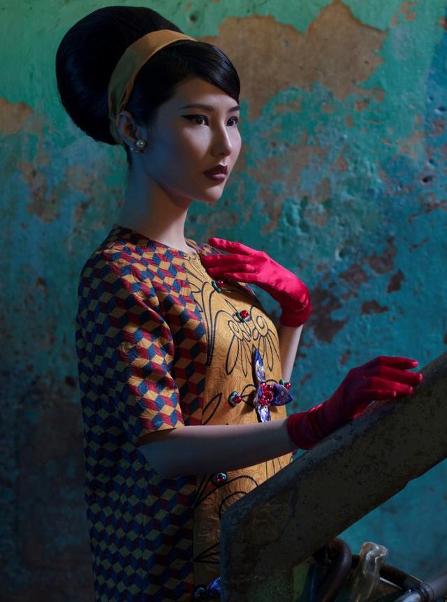 Cặp đôi mỹ nhân Cô ba Sài Gòn đẹp hoài cổ với trang phục của Thuỷ Design House - ảnh 1