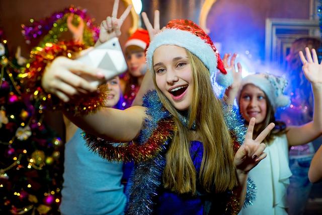 Giáng sinh chất lừ của teen siêu tiếng Anh - Ảnh 1.