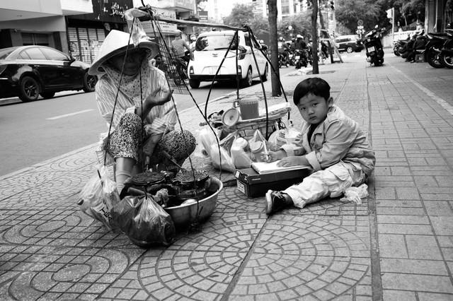 Hà Nội, Sài Gòn: Có những ngày cuối năm bình dị như thế! - Ảnh 7.