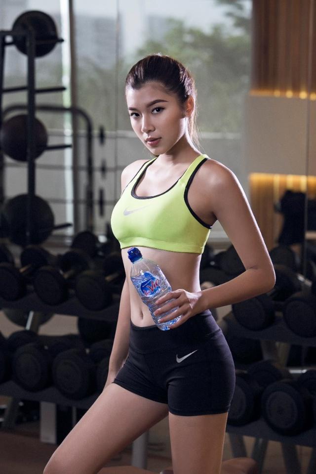 Đồng Ánh Quỳnh The Face khoe dáng nóng bỏng trong set đồ thể thao cực chất - Ảnh 1.
