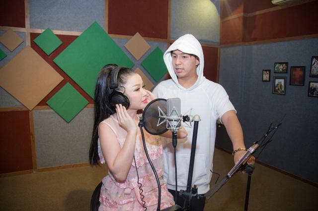 Janny Thủy Trần kết hợp cùng nhạc sĩ Tăng Nhật Tuệ ra mắt MV Tết - Ảnh 3.