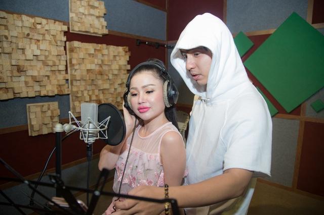 Janny Thủy Trần kết hợp cùng nhạc sĩ Tăng Nhật Tuệ ra mắt MV Tết - Ảnh 4.