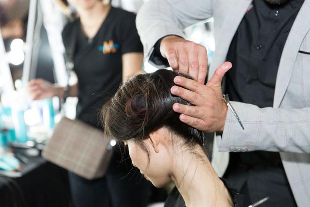 Bỏ túi bí kíp tóc đẹp từ hậu trường show diễn của hơn 100 người mẫu - Ảnh 7.