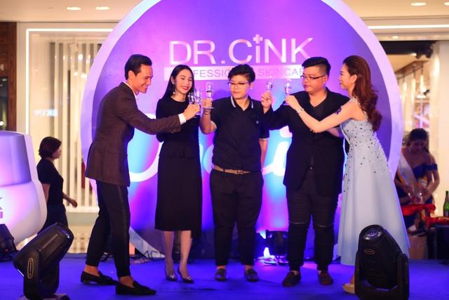 Kim Lý lịch lãm trong buổi giới thiệu mỹ phẩm Dr.Cink - Ảnh 1.