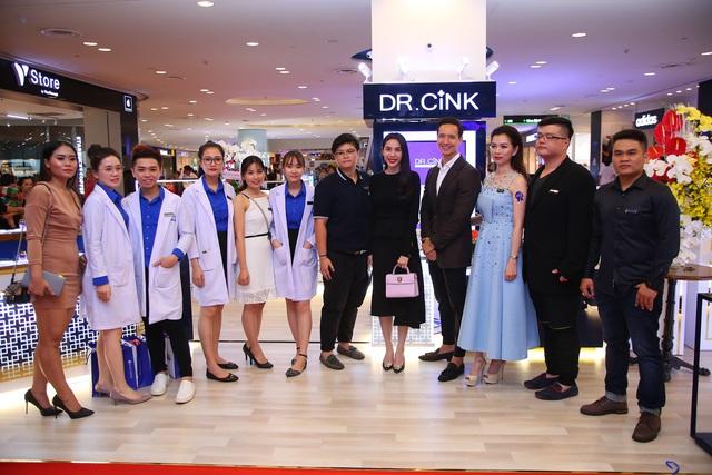 Kim Lý lịch lãm trong buổi giới thiệu mỹ phẩm Dr.Cink - Ảnh 2.