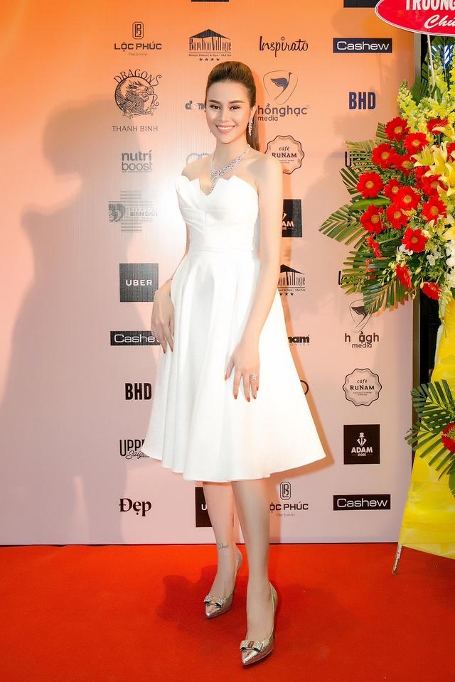 Hoa hậu Sella Trương diện cây hàng hiệu 3 tỷ sánh đôi cùng Quý Bình - Ảnh 4.