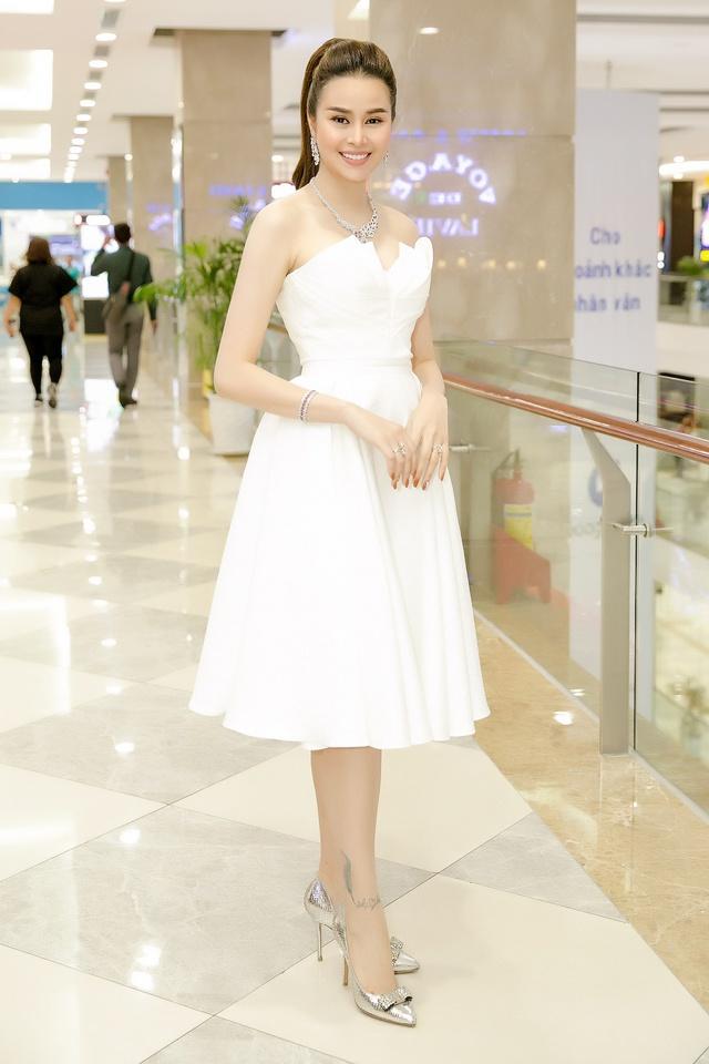 Hoa hậu Sella Trương diện cây hàng hiệu 3 tỷ sánh đôi cùng Quý Bình - Ảnh 5.