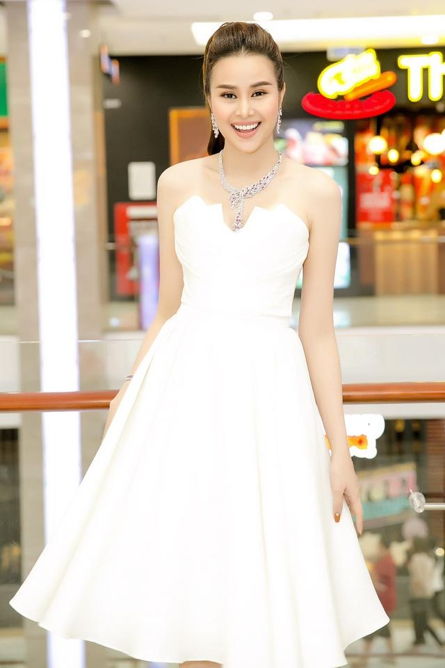 Hoa hậu Sella Trương diện cây hàng hiệu 3 tỷ sánh đôi cùng Quý Bình - Ảnh 6.