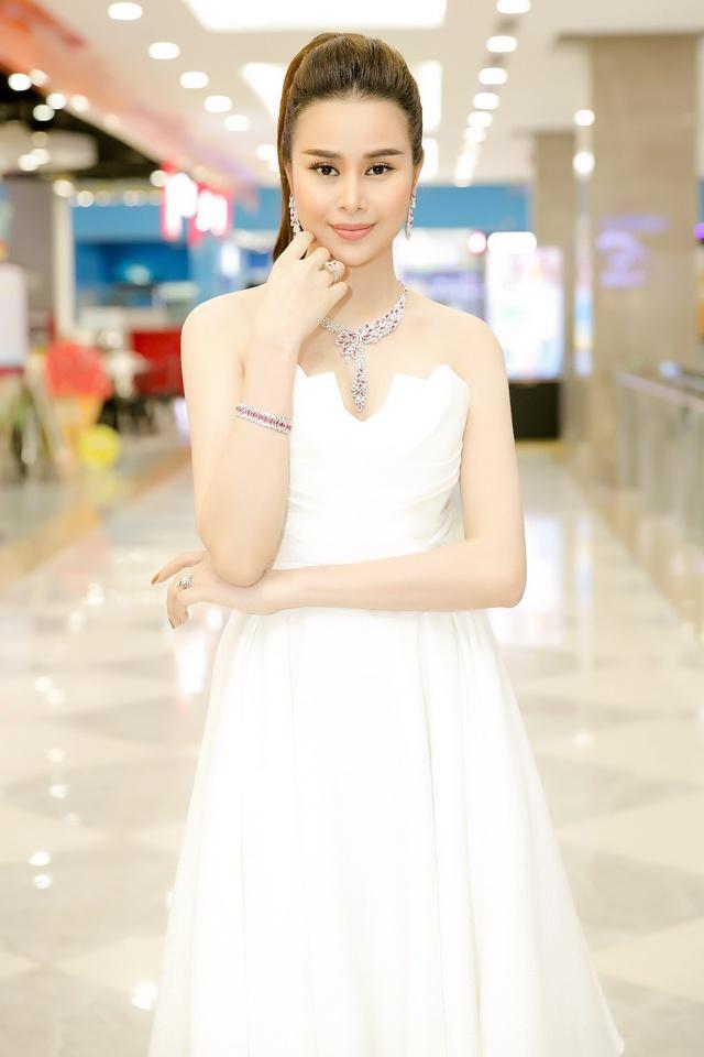 Hoa hậu Sella Trương diện cây hàng hiệu 3 tỷ sánh đôi cùng Quý Bình - Ảnh 8.
