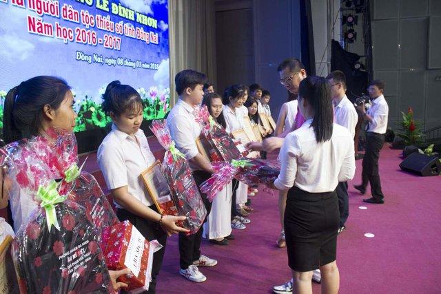 Phòng khám đa khoa Âu Mỹ Việt – Đồng hành cùng học bổng Lê Đình Nhơn - Ảnh 2.