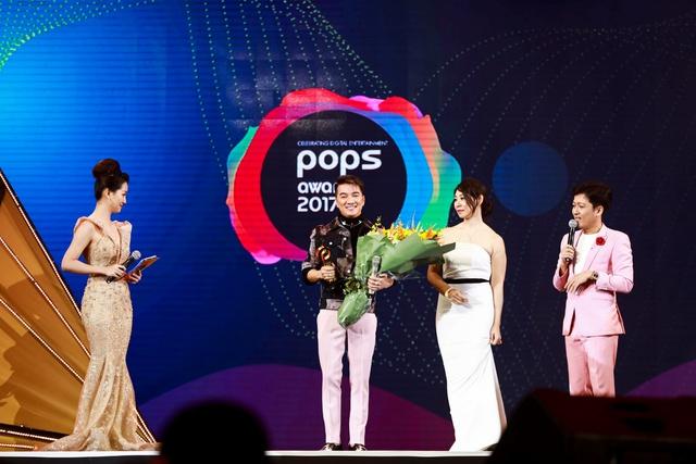 """Mr Siro và Bảo Anh """"song kiếm hợp bích"""" trên sân khấu và cùng """"ẵm"""" giải tại POPS Awards 2017 - Ảnh 4."""
