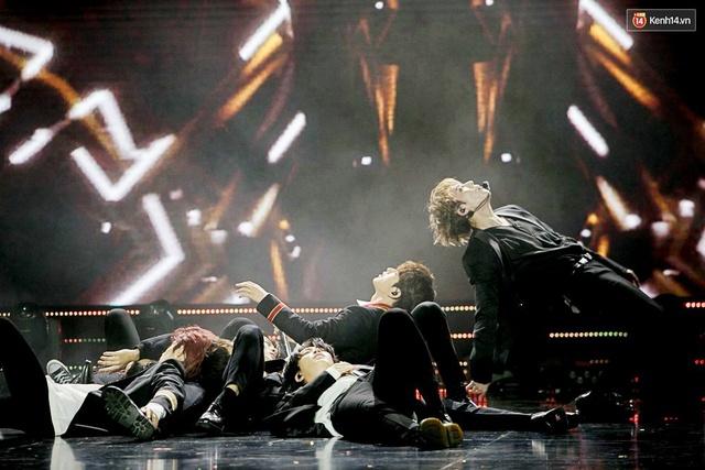 Trong một đêm diễn tại Việt Nam, GOT7, Đông Nhi cùng loạt nghệ sĩ Việt để lại những khoảnh khắc đẹp sâu lắng - Ảnh 4.