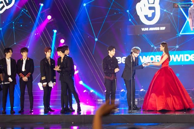 Trong một đêm diễn tại Việt Nam, GOT7, Đông Nhi cùng loạt nghệ sĩ Việt để lại những khoảnh khắc đẹp sâu lắng - Ảnh 7.